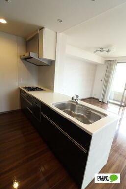 開放感のあるキッチンです。食洗器付き!