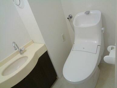 1F・2Fともにトイレがあります。どちらも温水洗浄便座なので冬でも暖かく使用できます。