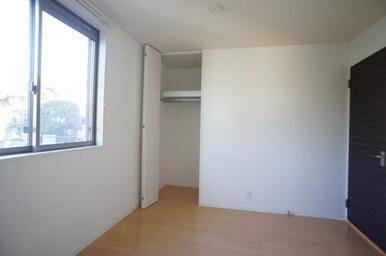 【北西洋室】 天井高まで使えるクローゼット付。子供部屋や書斎にピッタリです。