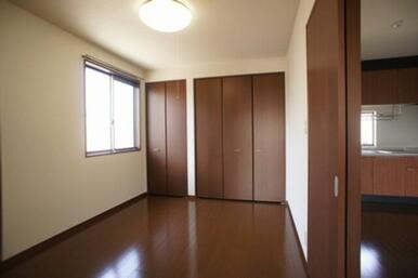 ☆北側洋室☆※モデルルーム仕様の為、家具は付いておりません。