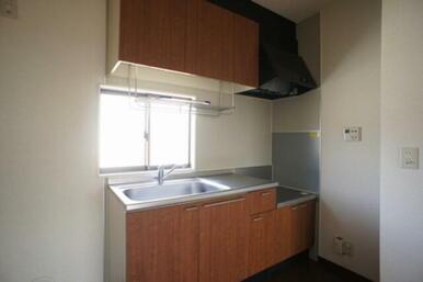 ☆キッチン☆収納は上下にあり、コンロはお好みの物を置いていただけます☆