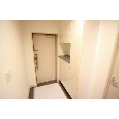 十分な大きさのシューズクロークが設置されているので、玄関はいつもスッキリ!