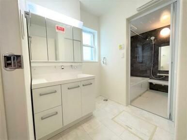 【洗面台】収納力と機能性に優れた洗面化粧台