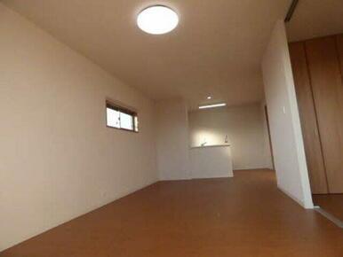 LDKには開放的な対面型キッチンがあります。リビングに目が届きやすいので何かと安心ですね♪