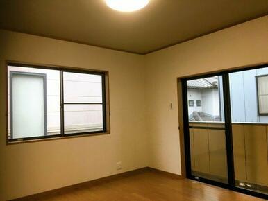 2か所窓があり、風通し、採光も良好です!