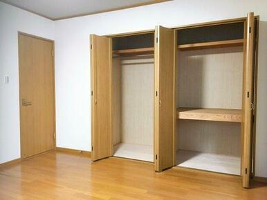寝室の収納もたっぷりあります!