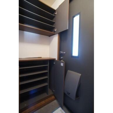 ☆玄関☆シューズクローゼットは可動式の棚なので、ブーツもすっきり収納できます☆