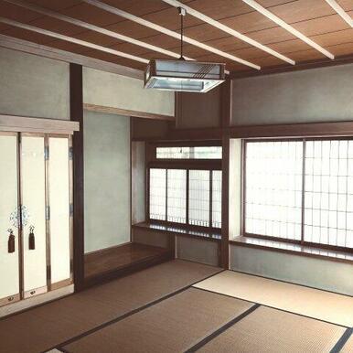 玄関横10帖和室。仏間や床の間があります。