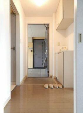 ホールがあるので、玄関から室内が見えにくくなっています♪急な来訪者にも安心して対応できますね☆