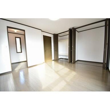 室内はリフォーム済みで快適な空間になっております。