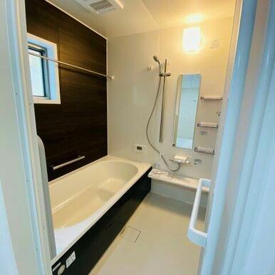 1坪タイプのユニットバス。浴室暖房乾燥機付き!