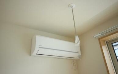 LDKにはエアコン付となっております、また室内洗濯干し【ホスクリーン】も設置しており雨の日でも室内干