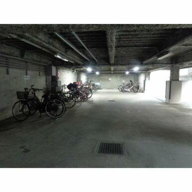 自転車置場。バイクも3000円で駐輪可です!台数は限定。