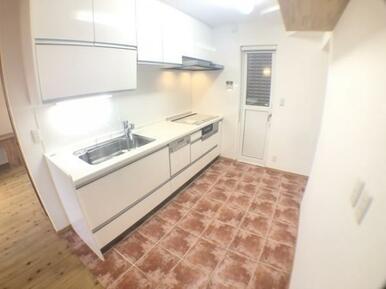 【キッチン】充分なスペースで動線をしっかり確保できます!