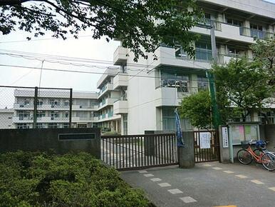 【山崎小学校】 徒歩7分で登下校も安心です!