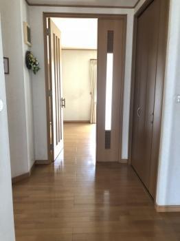 玄関を入ると広い玄関ホール!