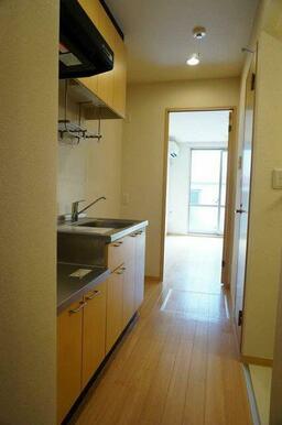 【キッチン】ガスコンロを設置可能なキッチンです!流し台はお湯も使えますので、冬場でも安心です☆