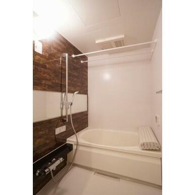 浴室暖房乾燥機能付なので寒い季節も快適です♪