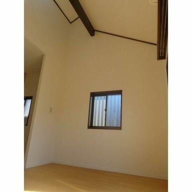 天井が高く解放感のあるお部屋です♪♪