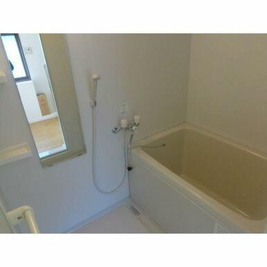 お風呂は新品です♪鏡とシャンプーラックつき♪