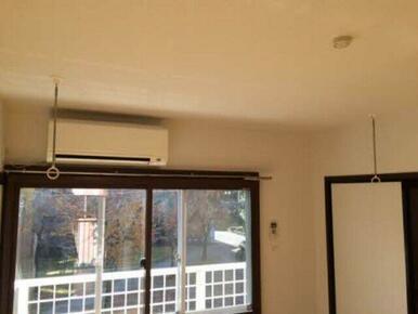 室内物干し設置。梅雨や冬季、花粉の時期にも便利です。