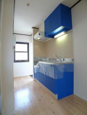 キッチン部分☆窓があり明るいキッチンです♪