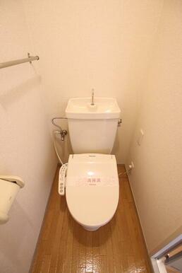 洗浄便座付きのトイレです♪