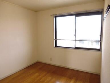 北側・4.5帖の洋室です。