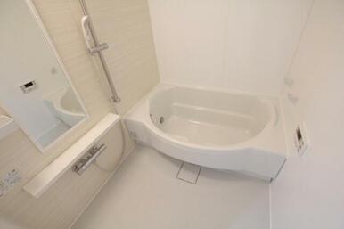 ◆浴室◆ゆったりバスタイムを満喫できる半円形の1418サイズの浴室です!追い焚き給湯・浴室暖房乾燥機
