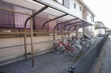 敷地内に屋根付き駐輪場ございます♪