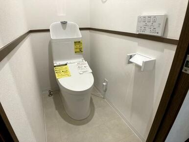 「トイレ」ウォシュレット付きトイレに新品交換しています。
