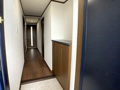 「玄関」統一感を意識して基本2色で構成しています。