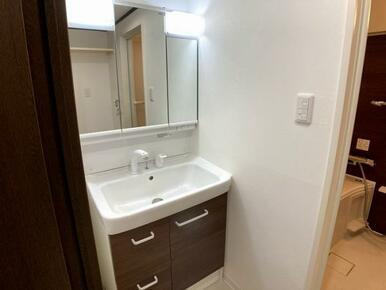 「洗面台」蛇口が伸びて洗いやすい洗面台です。