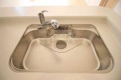 ワンタッチで綺麗なお水が飲める浄水機能付き