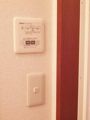 24時間換気システムコントロールパネルです。