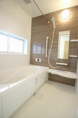 約1坪の広々とした浴室!お子様とのお風呂タイムも楽しめそう♪