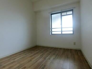 玄関側洋室です ※同タイプ別部屋のお写真です。