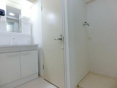 脱衣所も広々です ※同タイプ別部屋のお写真です。