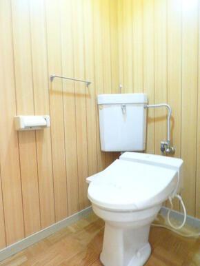★ウッド調のトイレです★※同タイプ別部屋のお写真です。