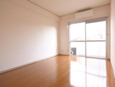 ★洋室も広々しています★※同タイプ別部屋のお写真です。
