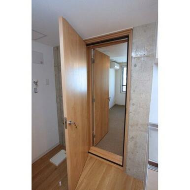 二重の防音ドアです♪