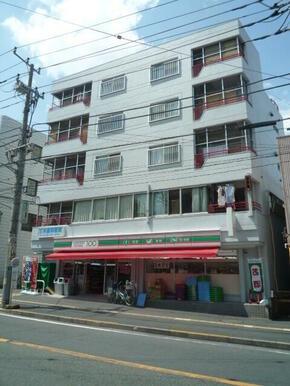 ローソンストア100横浜大口通