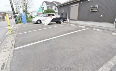 愛車を停められる駐車場ございます!