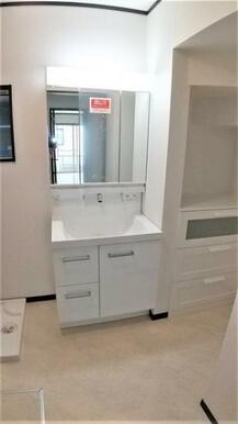 【洗面台】 大きくて見やすい3面鏡