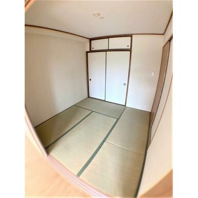 【和室】客間や子供部屋としても便利な和室付!