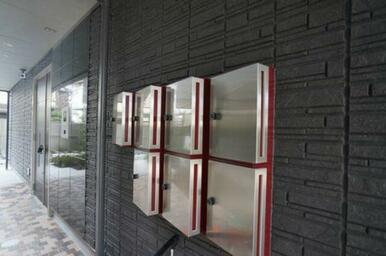 石貼の外壁が高級感を演出します♪建物共用玄関はオートロック仕様♪
