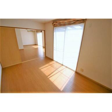 1階和室は使いやすい洋室に間取り変更済みです