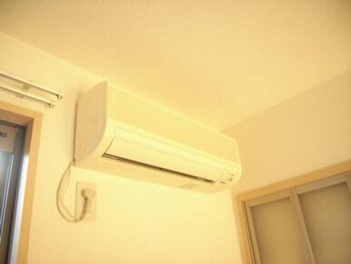 洋室にがエアコン1台付いてます。
