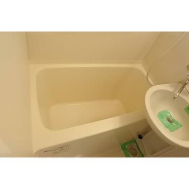 浴槽も十分な広さ!