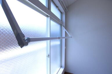 ★雨の日も安心。室内物干し付いてます★